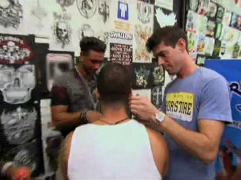 Pauly D accompanies Vinny to get his ears pierced on Jersey Store ----  © MTV/Viacom International Inc.
